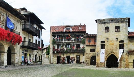 Plazas de pueblo más bonitas de España